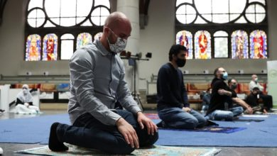 Photo of No Space in Your Mosque? Come Pray With Us, Christians Tell Muslims